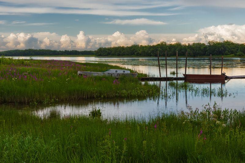 река лодка вечер трава цветы облака берег Вечереетphoto preview