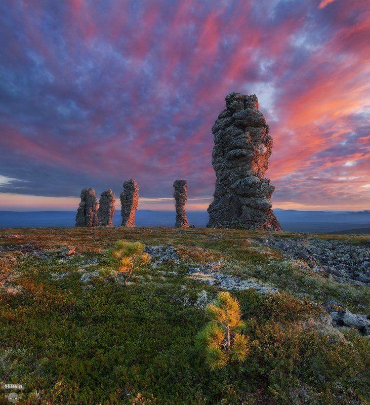 Столбы выветривания на плато Маньпупунёр, Северный Уралphoto preview