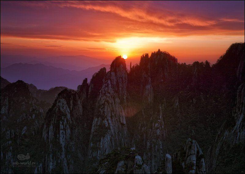 Китай, Хуаншань, горы, рассвет, пейзаж Рассвет в горах Хуаншаньphoto preview