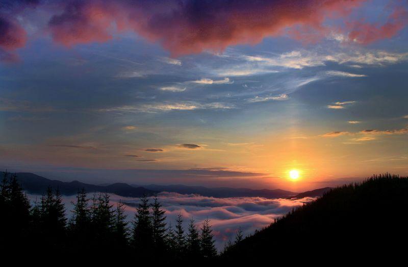 Восход солнца в долине тумановphoto preview