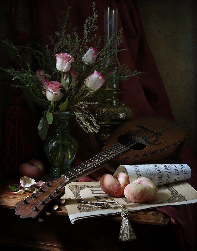 Мандолина, Ноты, Персики, Розы Менуэт для трех персиковphoto preview
