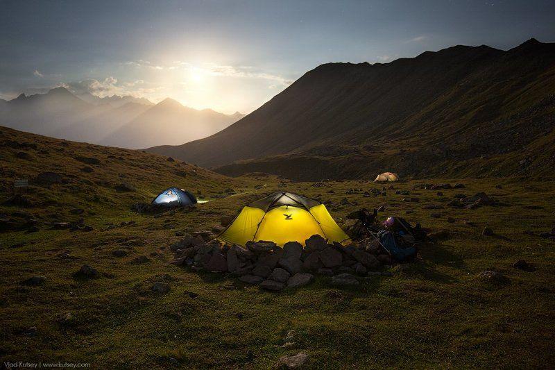 Казбек, Грузия, горы, гора, палатка, лагерь, ночь, полнолуние, Кавказ, отдых, экспедиция, восхождение, альпинизм Полнолуние на Казбекеphoto preview