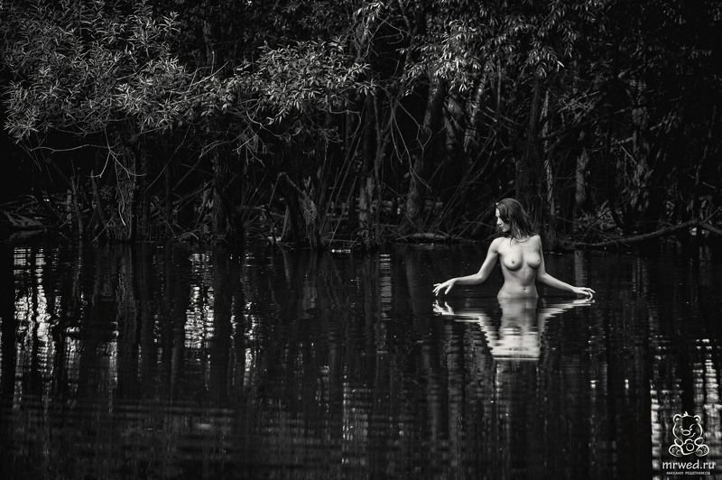 ню, чб, отражение, заросли, Михаил Решетников купание с отражениемphoto preview