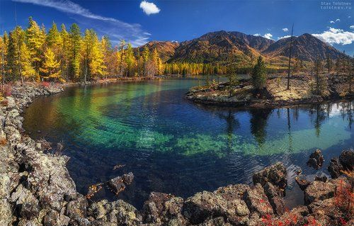 Озеро Олон-Нур в лавовой долине.