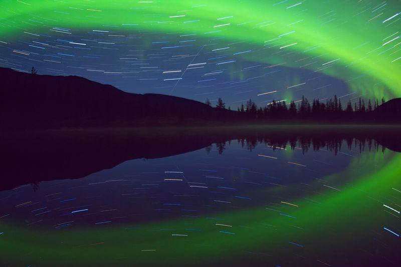 хибины ночь полярное сияние звезды треки отражение полигональные озера В зеркале Полигональных озерphoto preview