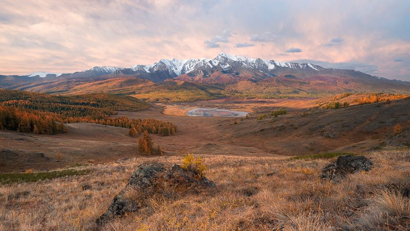 Сидя на красивом холме...photo preview