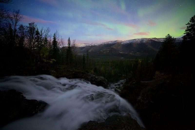 Хибины полярное сияние горы водопад хребет рассвет  На грани ночи и дняphoto preview