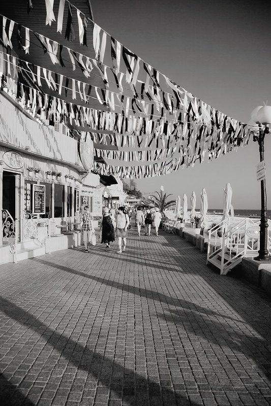лето, люди, море, набережная, ветер, воздух, черно белая, фотография, фото, photo, photography, summer, people, sea, port, flag, bnw, black and white Лето 2016-гоphoto preview