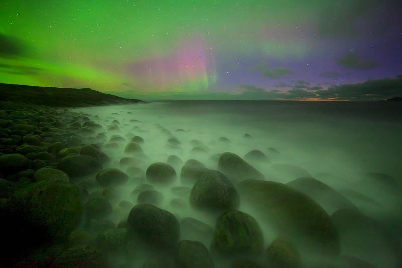 пляж териберка баренцево море ледовитый океан полярное сияние ночь  В зоне прибояphoto preview
