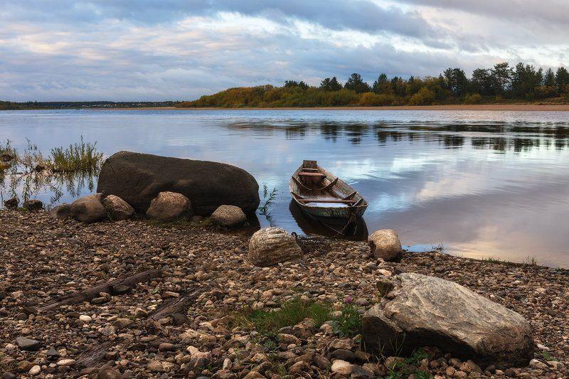 осень река лес камни лодка берег облака С отсветом закатаphoto preview