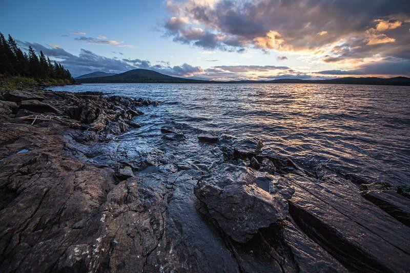 Камень на берегу Зюраткуляphoto preview