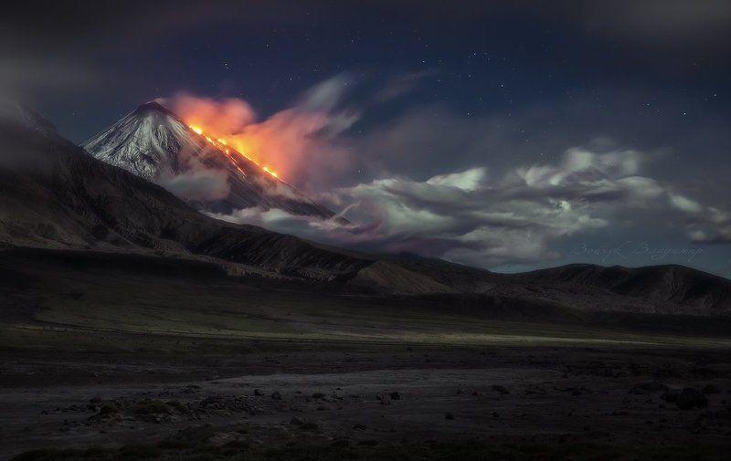 Вулкан, Извержение, Камчатка, Ключевская, Лава, Ночь, Облака, Сопка Огненное дыхание планетыphoto preview
