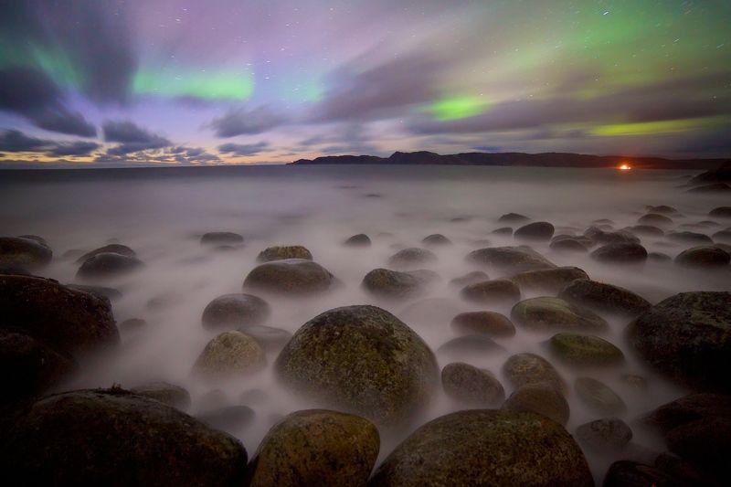 Ледовитый окаен полярное сияние валуны прибой ноь Краски северных морейphoto preview