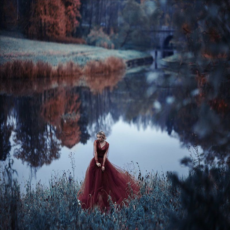 девушка осень платье река красота портрет Victoriaphoto preview