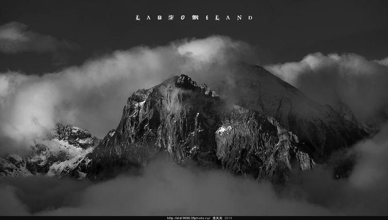 黑白圣峰Black and white sacred mountainphoto preview