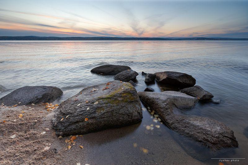 закат, камни, озеро, природа, пейзаж, урал, россия, осень, краски осени, горизонт, илышев глыбыphoto preview