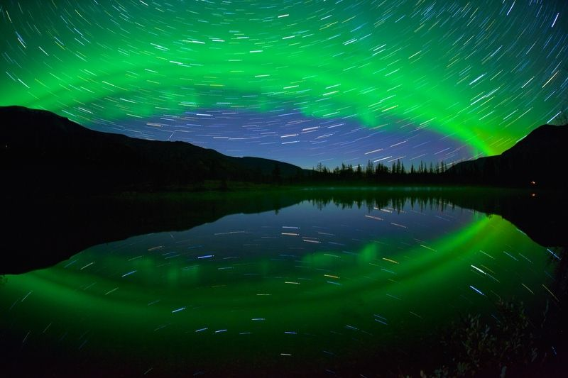 полярное сияние хибины ночь осень треки звезд озеро отражение В объятиях солнечного ветраphoto preview