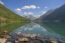 Облака смотрелись в озеро