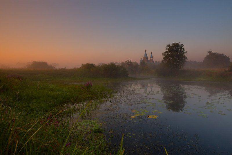 Ясным утром на тихом пруде.photo preview