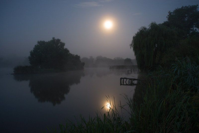 Туманная лунная ночь...photo preview