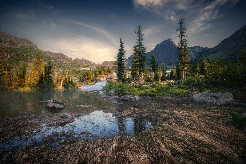 пейзаж, природа, ергаки, саяны, лазурное, горы, скалы, вершины, хребет, озеро, вечер, спящий, саян, дно, камни, отражения, вода, холодный, большой, высокий, красивая, трава, берег Лазурноеphoto preview