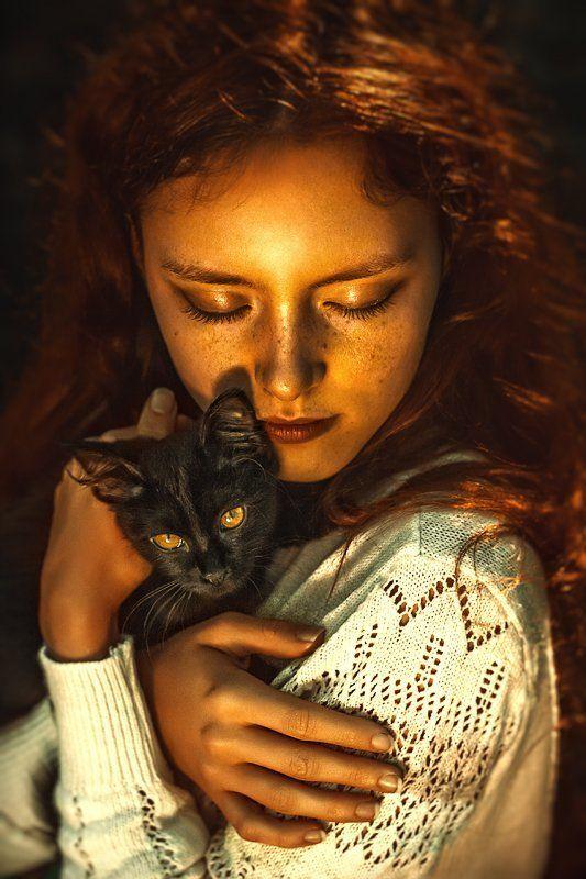 Девушка с котом, Домашнии питомцы, Кот, Котенок, Люди и животные, На закате, Рыжая девушка, Свет естественный, Черный кот, Черный котенок Черный котphoto preview
