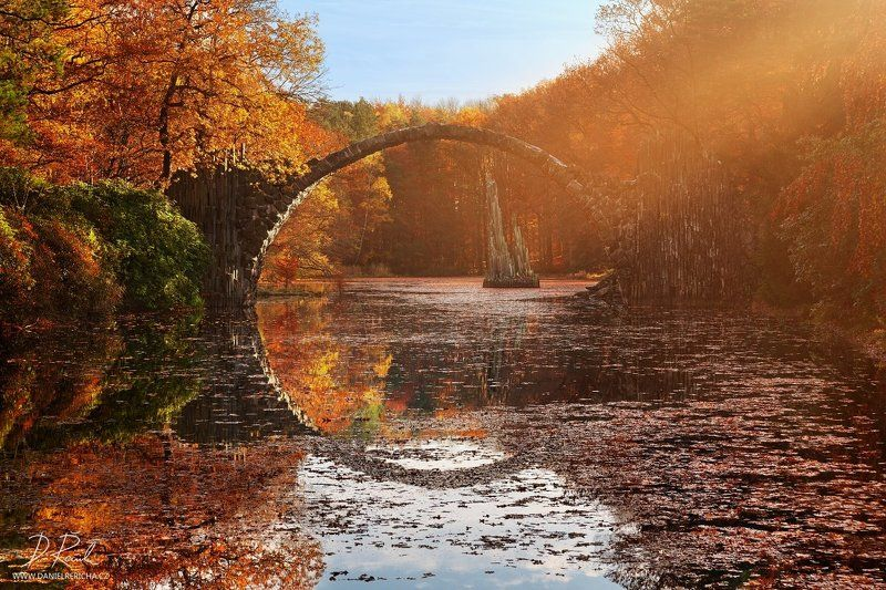 Germany, Görlitz, Stone bridge, Rakotzbrücke, Gablenz, Rakotzsee, Kromlauer Park, Europe, lake, autumn, autumn colors, reflection, travel, bridge, mirror,  Fairytale bridgephoto preview