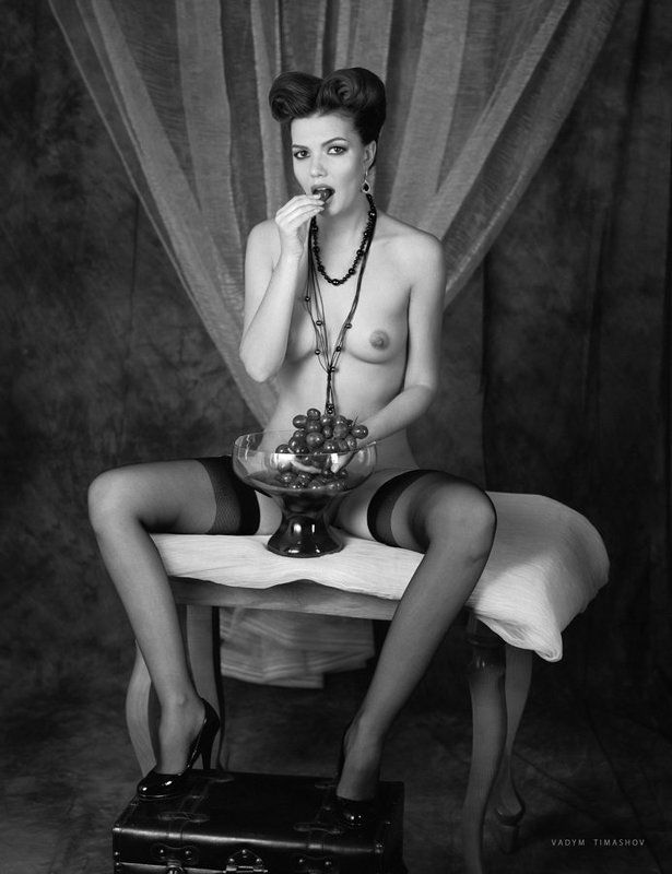art, beauty, nude, print, portrait, vadym timashov, black and white, grapes *****photo preview