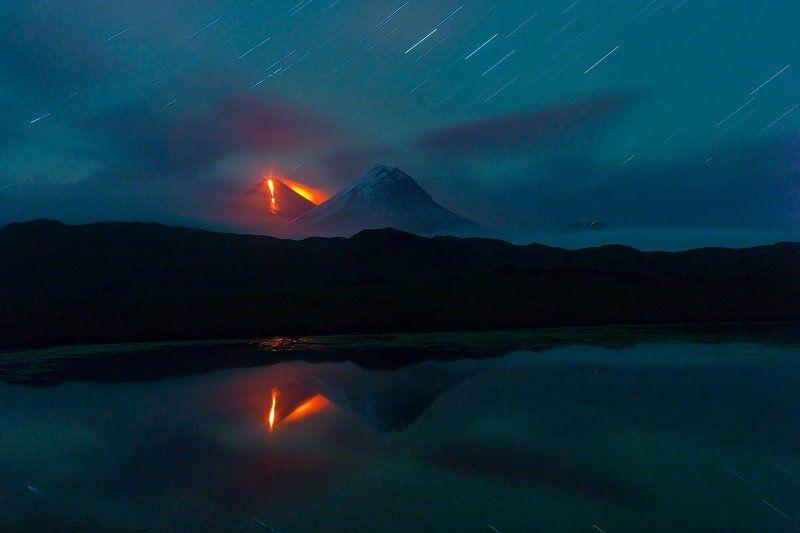 камчатка, фототур, путешествие, природа,  пейзаж, вулкан, ночь, извержение, лава, звезды Роковая гораphoto preview