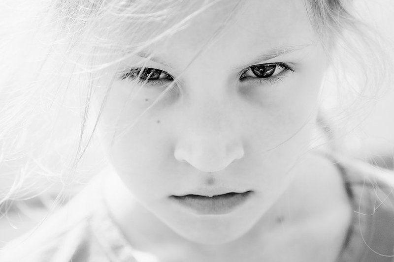 girl, danger, photo, photography, light, portrait, child, childhood, children, sun, face, eyes, lips Гневphoto preview