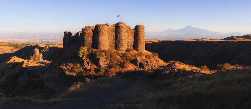 Крепость Амберд и Араратphoto preview