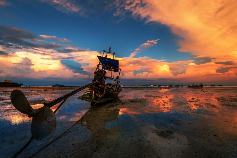 sunset, longtail boat,landscape, sea, water,clouds, sky, orange, fire Waitingphoto preview