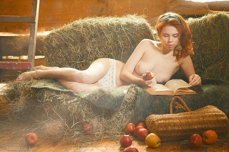 девушка грудь обнажённая ню сарай сено красивая photo preview