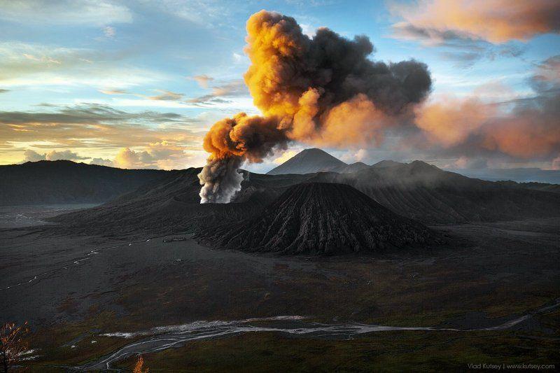вулкан, бромо, извержение, индонезия, лава, дым, кальдера, остров, ява Вулкан Бромоphoto preview