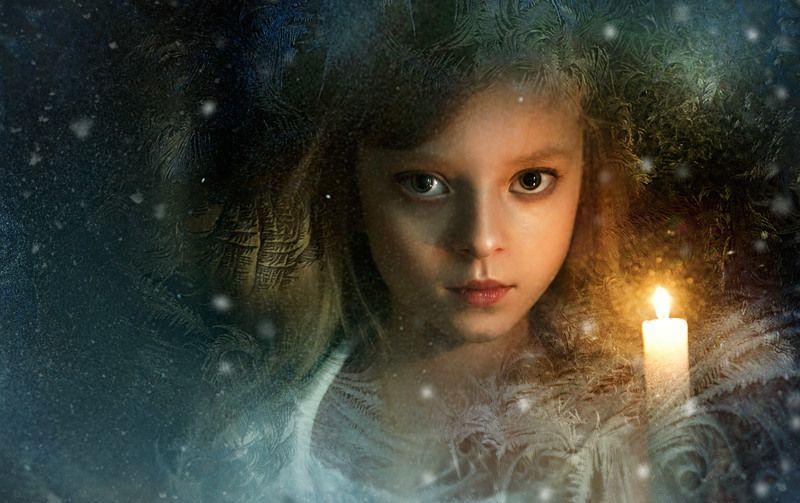девушка, свеча, святочные гадания. Святки.photo preview