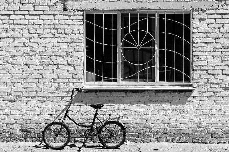 Этюд с велосипедом и окномphoto preview