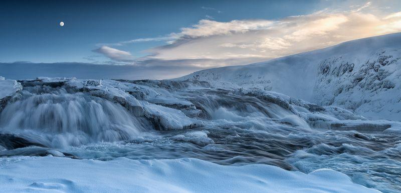 Галлфосс, Исландия С уступов падая, задумчиво шумит...photo preview
