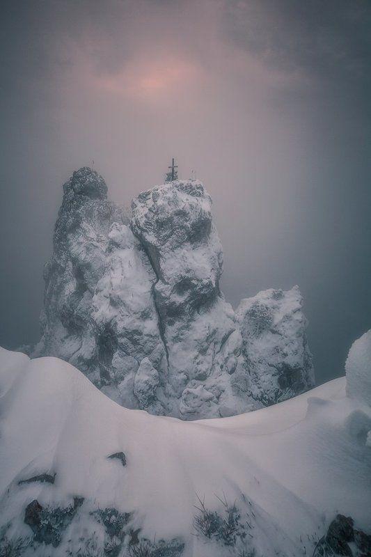 горы,ай-петри, небо,рассвет,облака,снег,утро,зима Суровая красотаphoto preview