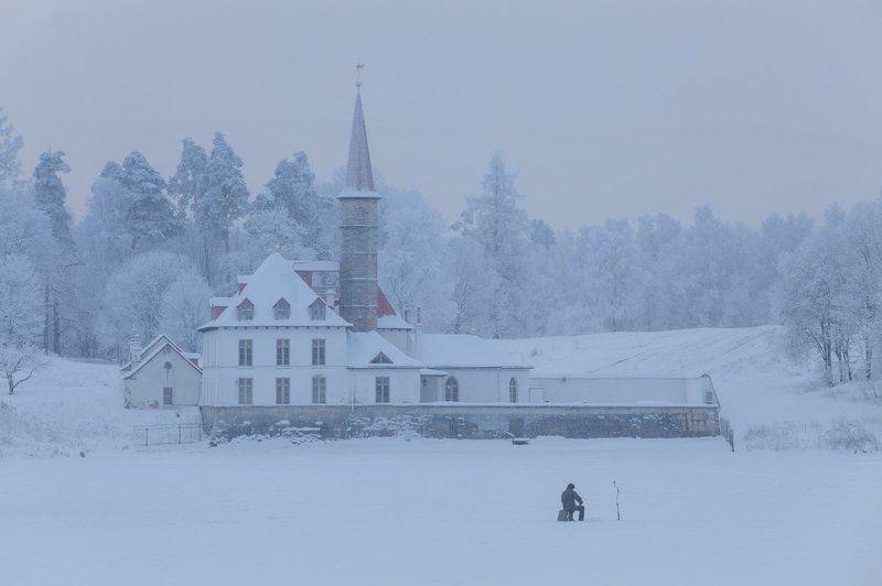гатчина, приорат, приоратский дворец, рыбак, зима Гатчина: Приоратский дворецphoto preview