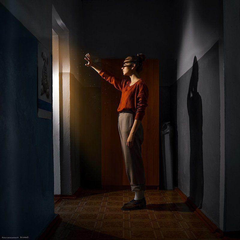 girl, model, portrait, conceptual, art, light, nikon, 35mm, color, eyes, dantar90, begmad, портрет, ламповый свет, взгляд Secret roomphoto preview