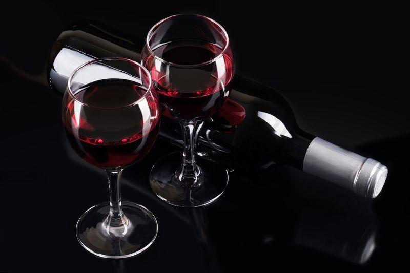 красное вино, бокалы, бутылка, черное Силуэты на черномphoto preview