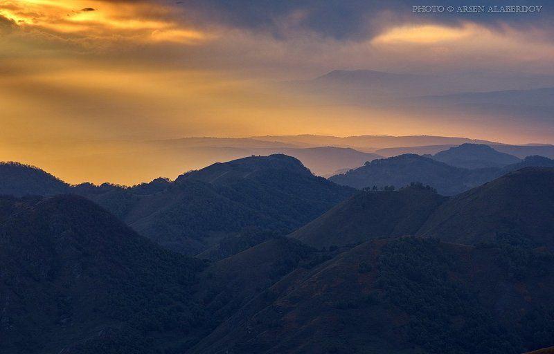 свет, вечер, закат, дымка, туман, солнце, холмы, горы, долина, ущелье, перспектива, лес, деревья, облака, небо, карачаев-черкесия, северный кавказ СВЕТ УХОДЯЩЕГО ДНЯphoto preview