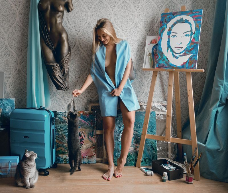 girl, at home, blue, skyblue, color, cat, cats, painter, model,  Me, myself and I photo preview