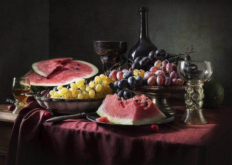 Арбуз, Вино, Виноград, Десерт, Натюрморт Два взгляда на десерт с арбузом и виноградомphoto preview