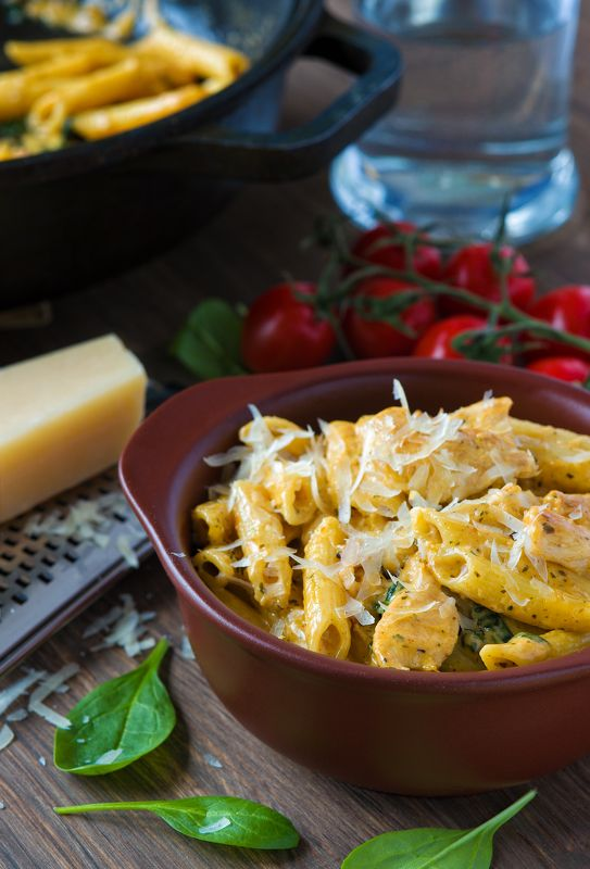 Pasta with spinach and chicken food еда Pasta with spinach and chickenphoto preview