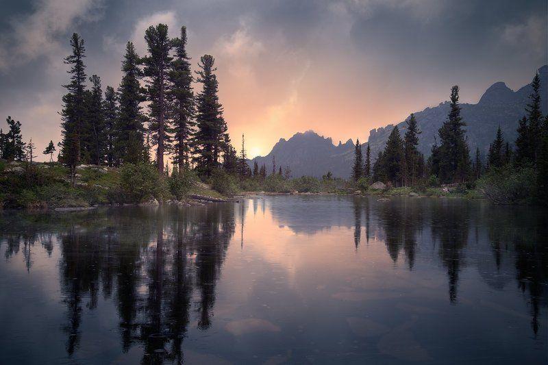 пейзаж, природа, озеро, холодное, дно, камни, отражения, вечер, закат, отражения, национальный, парк, Ергаки, Красноярский край, сибирь, туризм, отдых, горы, скалы, высокий, красивый, большой Вечер на озере Лазурномphoto preview