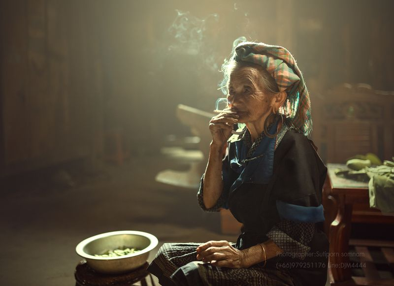 women,vietnam,smoking,relax, relaxphoto preview