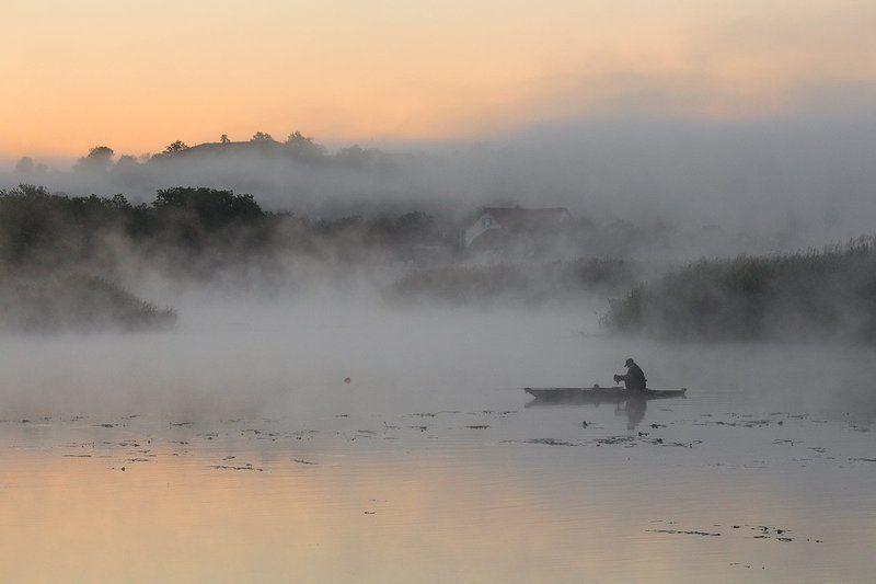 река.утро. туман. рыбак. Рассвет Южного Буга.photo preview