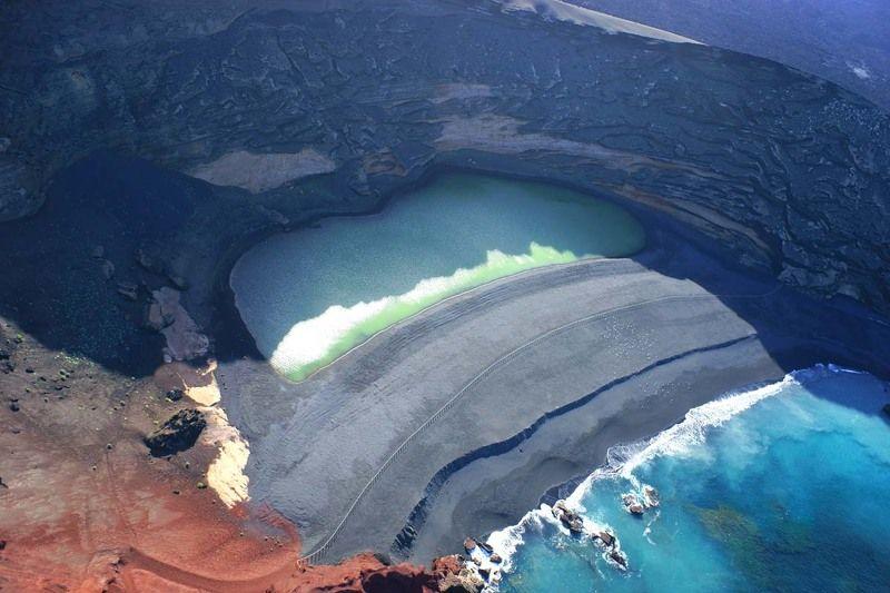Испания, Канарские острова, Лансароте, вулкан, озеро El Golfophoto preview
