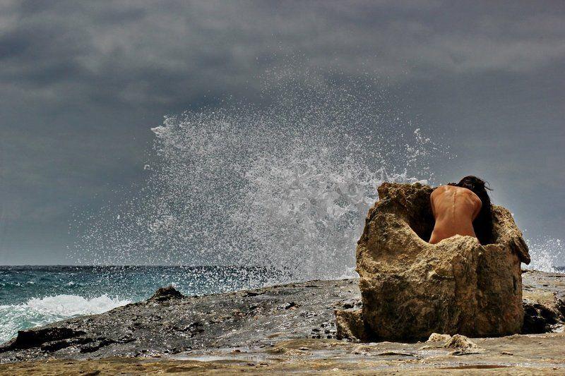 girl, nude, sea, rock beschützt (protected)photo preview